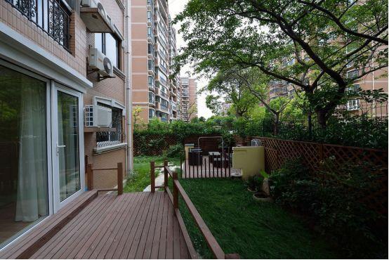 一楼+地下室+花园和顶层+露台,该买哪套?钱都带了,在线等,急
